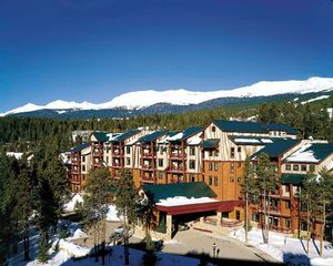 3 Bedroom Bedroom Hilton Valdoro Mountain Lodge at Breckenridge timeshare located in Breckenridge, Colorado, United States for sale by owner at half price.
