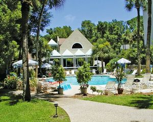 1 Bedroom Bedroom, Week #42 (FIXED), Sea Crest Surf and Racquet Club timeshare located in Hilton Head Island, South Carolina, United States for sale by owner at half price.
